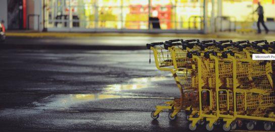 ショッピングカートが並んでいる